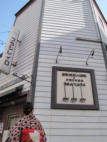 1934年創業、現存している中では福岡最古とも言われている老舗喫茶店です。洋館風の外観が印象的。中には螺旋階段もあり、歴史を感じるレトロな佇まいです。