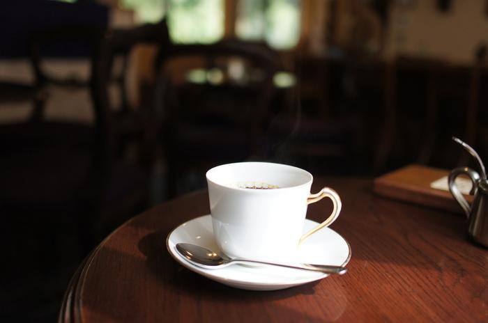ネルドリップで有名なこちらのお店。珈琲専門店ながら、ブレンドは淡味、中味、濃味とわかりやすいメニュー構成になっているので、珈琲に詳しくなくても安心です。