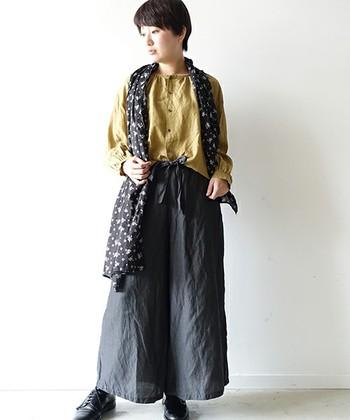普段からお洋服を買うときに、ベーシックカラーを意識しておくと、トレンドに左右されない自分らしいスタイルが完成します。基本色は「ブラック」「ホワイト」「グレー」「ブラウン」「ベージュ」「ネイビー」の6色です。頭の片隅に覚えておくと便利ですよ。