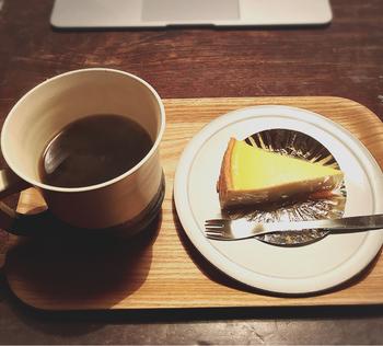 誰かと少しずつ分けあって食べるのもいいですね。コーヒーや紅茶を入れて、ほっとブレイクタイム。