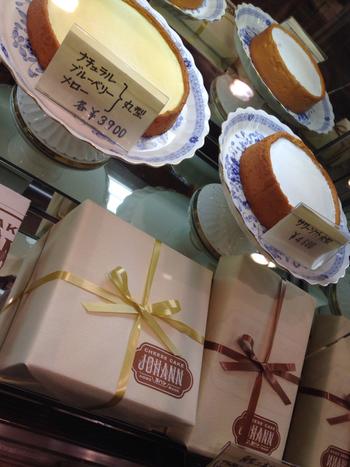 ピースカットのケーキだけでなく、ホールでの販売もしています。 大人数で分けあって食べたい方はこちらもどうぞ。