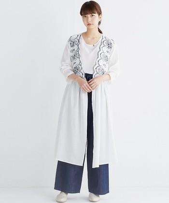 羽織りとして着るとこんなコーディネートも♪ワンピースの時とは印象もガラッと変わりますよね。カーディガン代わりに使えるのは春先とても重宝しそうです。