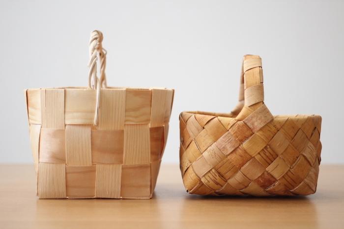 北欧風の素材といえば、白樺、パイン材・もみの木などが代表的です。左がもみの木で、右が白樺のかごです。