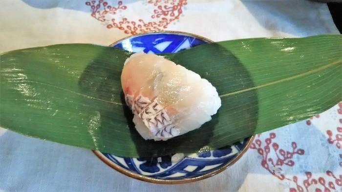 笹巻き寿司もこの店の名物。小鯛を使った笹寿しは、香り高く絶品と評判です。
