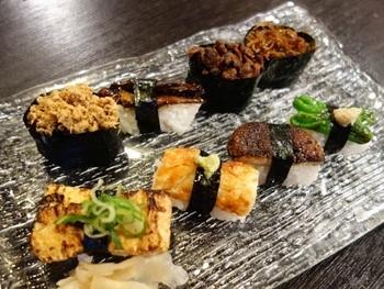 「大善」は、地元で愛される京寿司の名店。 握り寿司や一品料理もありますが、ランチで頂くのなら、〆加減、塩の塩梅が絶妙と評判の鯖寿司や、柔らかに煮上げた穴子のお寿司、いなり寿司や巻き寿司等、京都ならではのお寿司がお勧め。