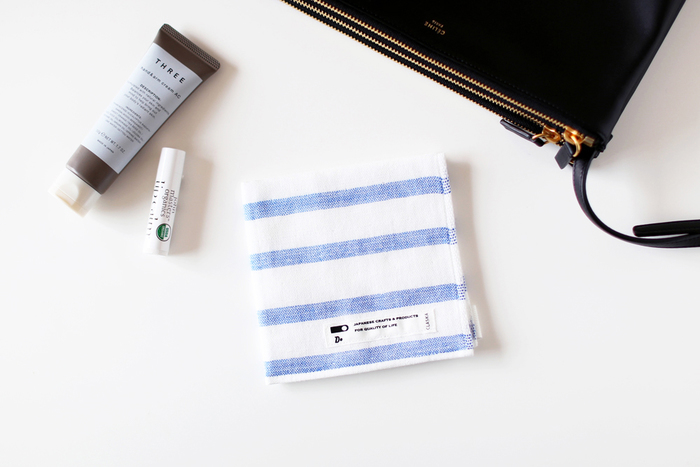 大人っぽいボーダーが可愛いCLASKA(クラスカ)のハンドタオル。こちらも上質な今治タオルで作られており、薄手で速乾性にも優れたアイテムです。