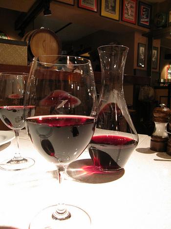 洋風はもちろん、和風の料理にもよく合うボジョレーヌーボー。日本の食卓にもなじみやすいワインといえそうですね。法則はありません。ボジョレーヌーボーを主役に、素敵な引き立て役になれるお料理を用意しましょう。