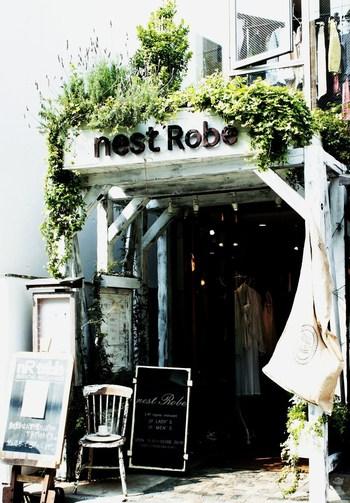 「nest robe(ネストローブ)表参道店」のショップの3階が「nR table」となります。お食事の前後にお買いものもできますね。