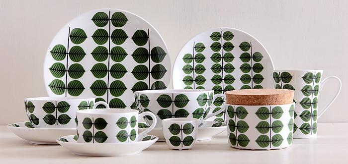 北欧ミッドセンチュリーデザインの巨匠、スティグ・リンドベリの名作デザイン。クラシカルな葉っぱデザインは、食卓のアクセントになると共に、気持ちをホッと和ませる優しさも備えています。
