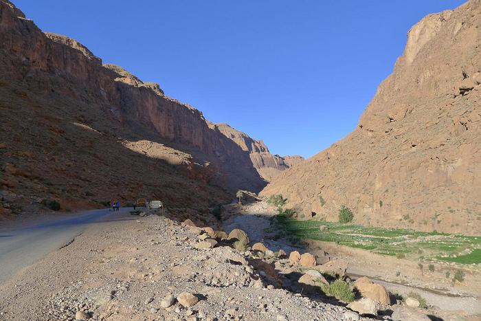 アトラス山脈とサハラ砂漠の間にあるカスバ街道沿いには、モロッコ有数の景勝地、トドラ渓谷があります。