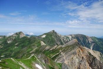 雄大な北アルプスの懐に位置する長野県北安曇郡の「白馬村」。冬には多くのスキー客、夏には沢山の登山客が訪れます。