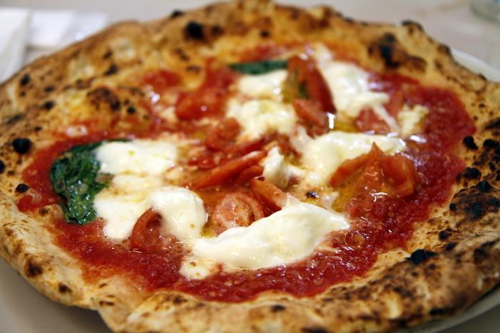 出来立てのピザが次々にテイクアウトされていきます。