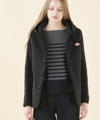 オールラウンドに使用出来るチャコールのウールジャケットです。一着は持っておきたいカラーですね♪