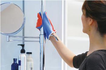 これは手袋型になっていて、ドアノブや蛇口まわり、置物などのでこぼこしていて拭きにくいものだって、簡単にピカピカになります。