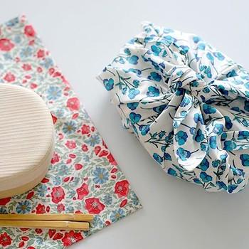 サイズを小さくするとお弁当袋に。袋状になっていて、お弁当箱をすっぽり入れられるので、お子様にも簡単に使えて便利です。