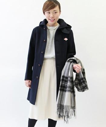 ロングコートは冬には欠かせないアイテムです。コートでもフードが付いているのでカジュアルにコーディネートできます。