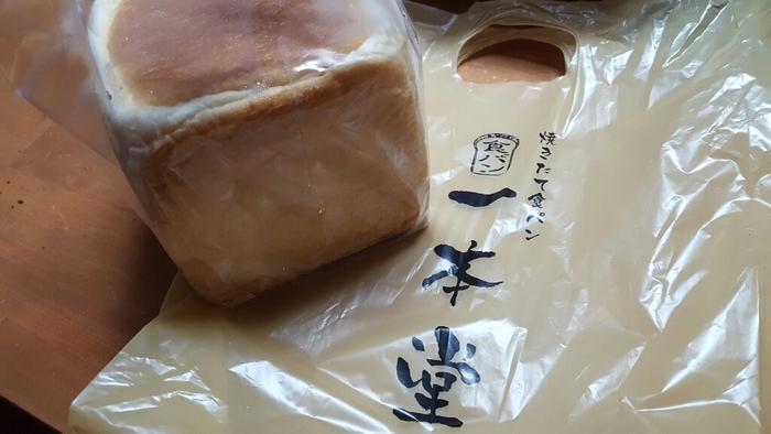 「毎朝食べていただける食パン」がコンセプトの食パン専門店。  大阪には都島区の「一本堂 都島店」、住吉区の「一本堂 あびこ店」、泉大津市の「一本堂 和泉府中店」の3店舗・東京には「一本堂 新宿本店」があります。
