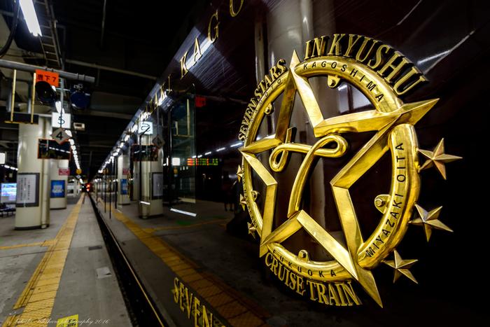 こちらは、話題になった贅の極み、日本初のクルーズトレイン・JR九州の豪華観光寝台列車「ななつ星 in 九州」。