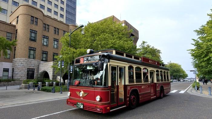 横浜の中でもレトロな建物が立ち並ぶ日本大通り周辺。 山下公園からも近く、横浜観光に欠かせないエリアの一つです。
