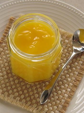 レモンカードが余ったら、煮沸したガラス瓶などに入れて保存しておけば、パンに塗ったり、ヨーグルトに添えたりと、アレンジを楽しめます!