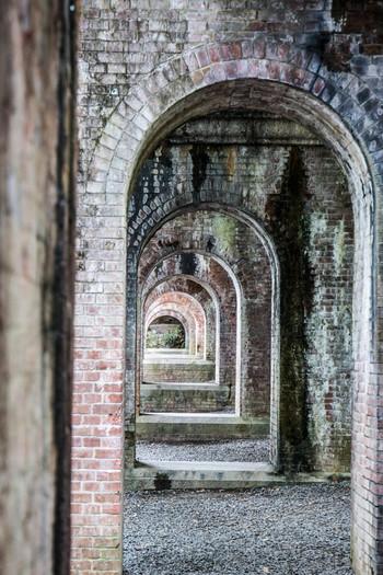 橋脚から覘くような構図が定番。美しい写真が撮れます。南禅寺の敷地内ですが、拝観料が必要ない場所なので、お散歩ついでに撮影に行ってみてはいかがでしょうか。