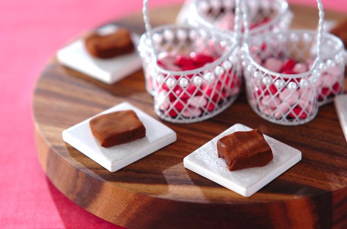チョコレートと甘酸っぱいラズベリーは、試してみる価値ありの、とっても美味しい組み合わせ。程よい酸味と甘さのハーモニーを楽しんでみて!