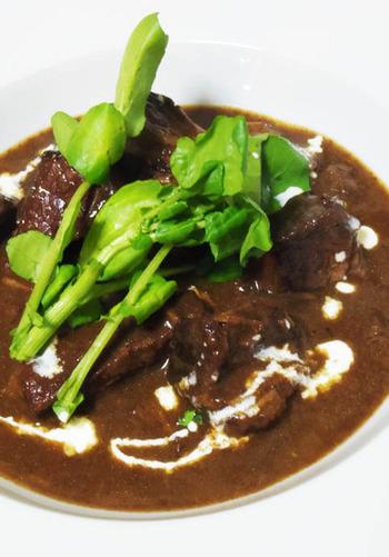 ◆牛肉の赤ワイン煮  牛肉の赤ワイン煮も、スプーンでお肉が切れるぐらい、トロトロに。 加熱時間が少なくて済むため、食材の煮くずれがおきにくい利点もあるんです。