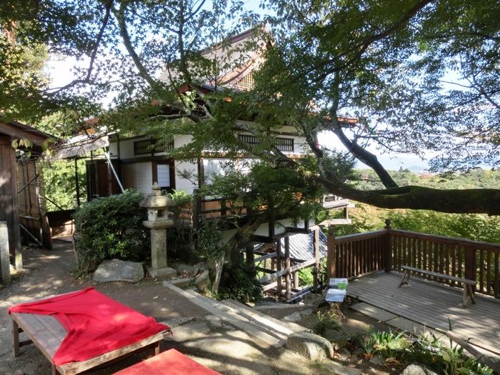 「大悲閣千光寺」は、嵐山のビュースポット。健脚の方向けですが、大堰川(保津川)の渓谷美はもちろんのこと、晴れた日は、遠く京都市街、東山まで見渡すことができます。