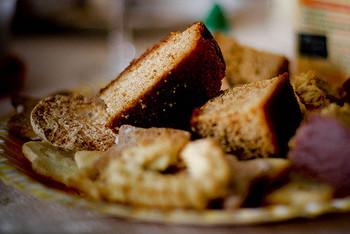そのままいただいても美味しいパンデピスですが、スライスして軽くトーストすると外はカリッ、中はモチッとしていてとても美味しいんです♪バターをたっぷりと塗ってどうぞ。