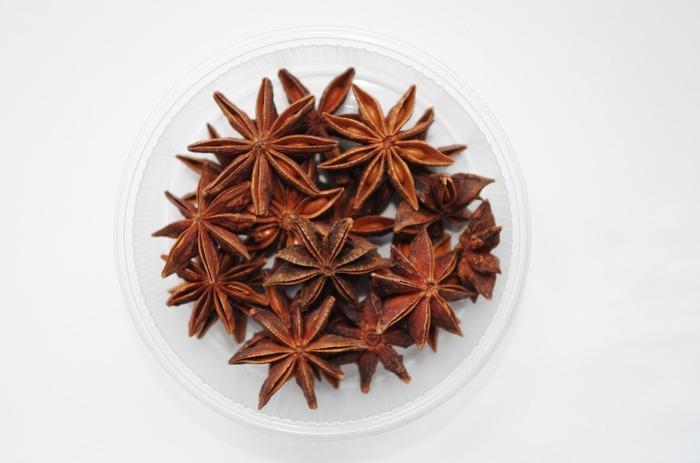 パンデピスではトッピングとして飾られることが多い「スターアニス」。星のような見た目が愛らしく、オリエンタルで甘い香りが特徴です。