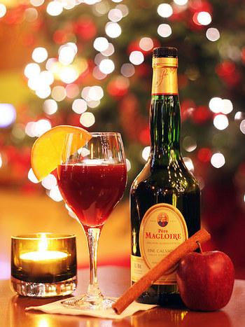 仕上がったパンデピスは薄くスライスしたものをワインなどに浸していただくのがフランス流なのだそう。スパイシーなグリューワインとの相性は最高です♪
