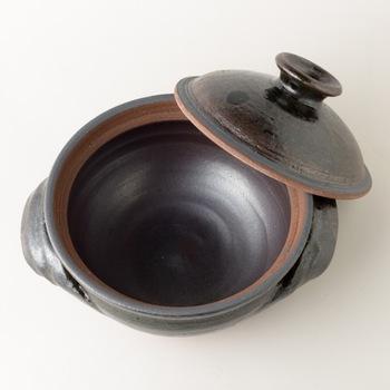形の良さ、使いやすさに定評がある真弓さんの土鍋で、気の置けない仲間との鍋パーティーはいかがですか?