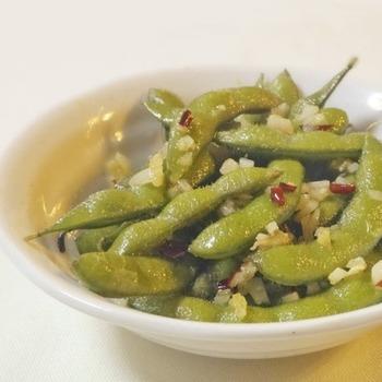 ハワイの定番。 スパイシーに味付けされた枝豆が魅力的。