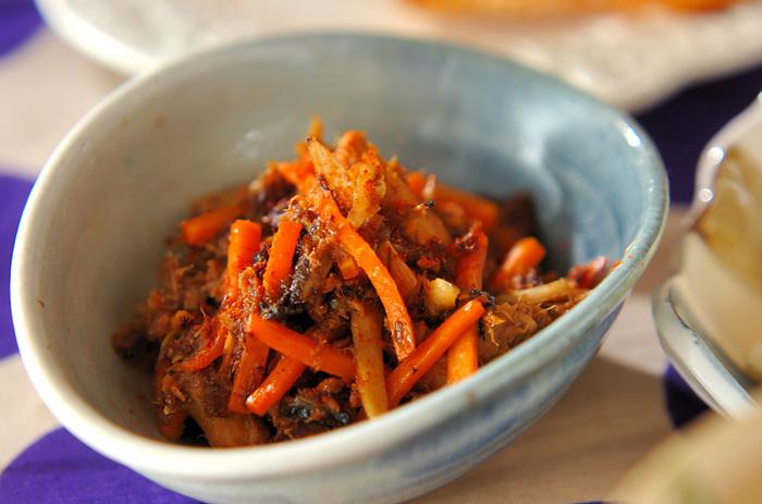 サバ味噌缶を使うので難しい味付けはまったく必要ありません。ゴボウとニンジンをたっぷり使って、食物繊維の豊富なおつまみが出来上がりました。