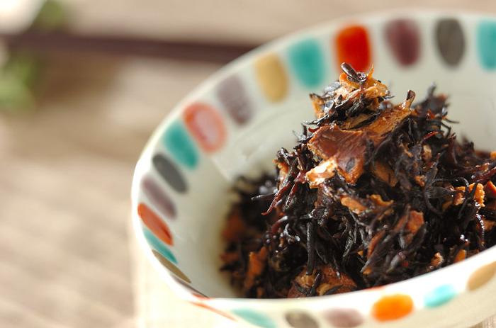 ヒジキとサバ缶をめんつゆで煮つけるという簡単レシピです。材料さえそろっていれば、あっという間に作れてしまうので、覚えておくと便利なレシピですよ。