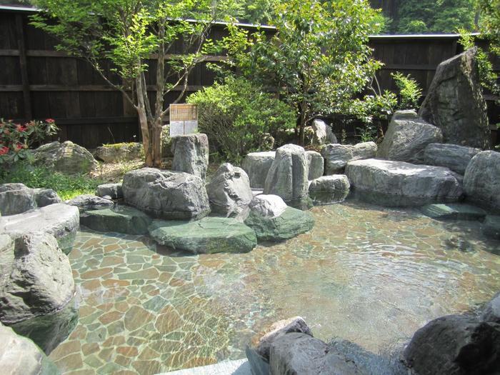 良質なアルカリ性単純硫黄泉の【美人の湯】としても評判が高い温泉なんです☆ (画像は「お宿 山翠」の温泉)