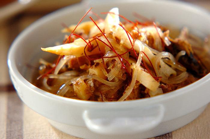 サバ缶にレンコン、タケノコをくわえて食感よく仕上げたみそ炒めです。レンコンを細くカットすると短時間で出来上がります。いつもとちょっと違うサバ缶を味わいたいときに中華風はおすすめです。