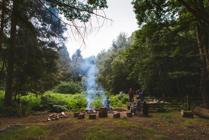 秋から冬にかけてのデイキャンプ。暖かい格好をして、気の置けない仲間や家族たちと火を囲む。そんな余暇の楽しみ方もたまにはいいとは思いませんか? しかも、道具など色々持って出かけなくても手ぶらで楽しめるなんてとっても便利!是非、皆さんも素敵なキャンピングライフを楽しんでくださいね♪