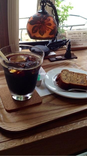 もっちりとしたバナナケーキ&コーヒーで心が和むひとときを...。
