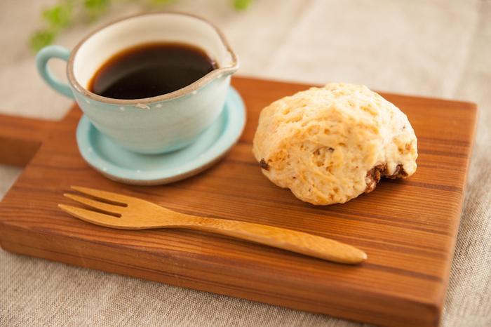 買ってきたスコーンをのせるだけでも、あっという間にカフェ風に。おうちカフェが楽しめます。
