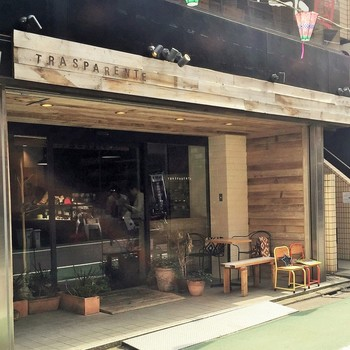 トラスパレンテは、赤坂にあるレストラン「ラ・ルーナ・ロッサ」のシェフパティシエ、森直史氏によるブーランジェリーです。