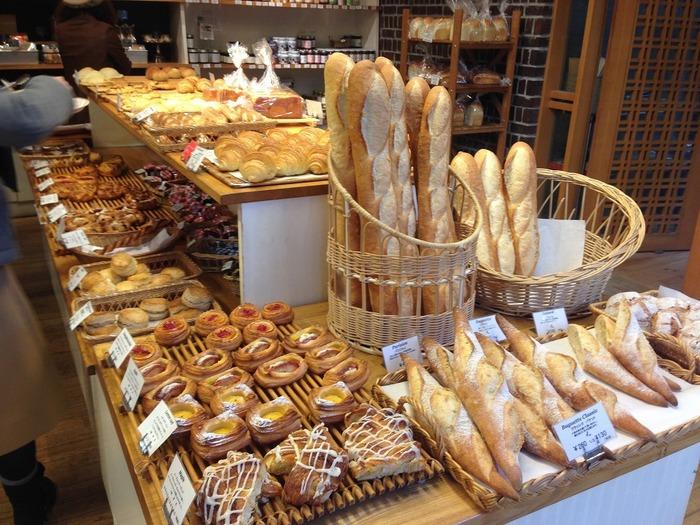 甘い系のパンからお惣菜パンまで種類も豊富。 デリ、グロッサリー、野菜、ワインなども販売されているので、パーティーやピクニック用の料理はこちらでほとんど用意できてしまいそう!