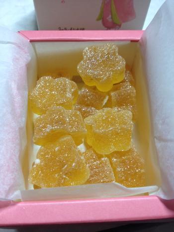 """【みすゞ飴本舗の""""阿梅姫""""】 梅の花の形が早春を感じさせてくれるゼリーです。和歌山県産の厳選された南高梅を使用して、香り高く上品に仕上げられていますよ。ゆったり落ち着いたティータイムに。"""