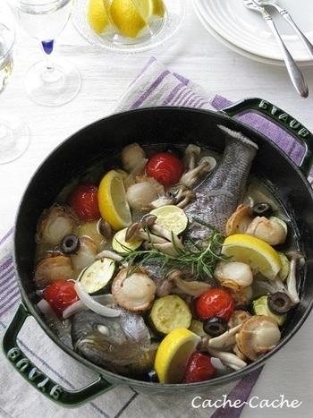 浅めの本体とドーム型の蓋が特徴のブレイザーは、炒めて煮込む料理にぴったり。