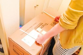 自宅にいると、宅配や郵便など直接受け取りするために玄関先へ出向くこともあります。 訪問時間の予測がつかないため、対応できる範囲で楽な服装を選びたいですね。
