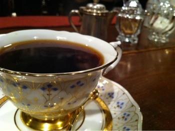 バターの柔らかく甘い香りとコクが加わった極上の「バターブレンドコーヒー」。まろやかな味わいとすっきりした飲み口も人気です。