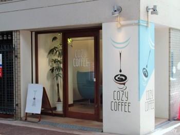 湊川商店街にある「COZYCOFFEE」。ユニークなロゴマークが目印です。