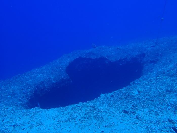 海の中にぽっかりとハートが‥  神秘的!
