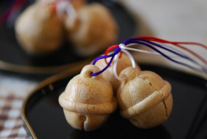 神奈川の指定銘菓にも選ばれる湯もち本舗ちもとの「湯もち」と鈴をかたどったこしあんの最中「八里」。箱根でしか売られていない銘菓ですので、お土産にもぴったりです。