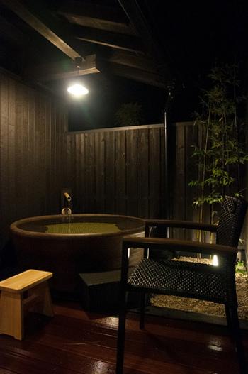大浴場も良いですが、この箱根湯寮には「首都圏最大級」と謳われる19室の貸切個室露天風呂があります。箱根の良質な温泉をプライベートな空間で満喫したい時にはおすすめです。